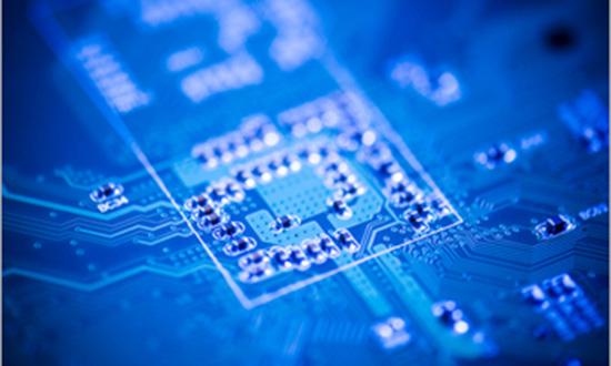 印制电路板(PCB)是电子产品中电路元件和器件的支撑件,它提供电路元件和器件之间的电气连接。随着电于技术的飞速发展,PGB的密度越来越高。PCB设计的好坏对抗干扰能力影响很大.因此,在进行PCB设计时必须遵守PCB设计的一般原则,并应符合抗干扰设计的要求。    PCB设计的一般原则   要使电子电路获得最佳性能,元器件的布且及导线的布设是很重要的。为了设计质量好、造价低的PCB应遵循以下一般原则:   1.